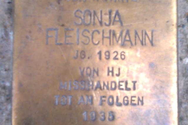 Stolpersteine für jüdische Familien aus Berlin