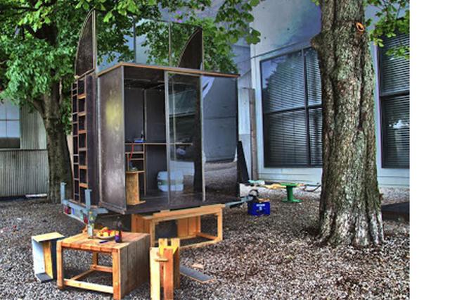 unreal. Black Bedroom Furniture Sets. Home Design Ideas