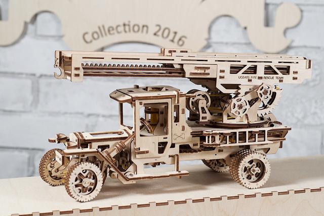 UGEARS: selbstfahrende mechanische Holzmodelle