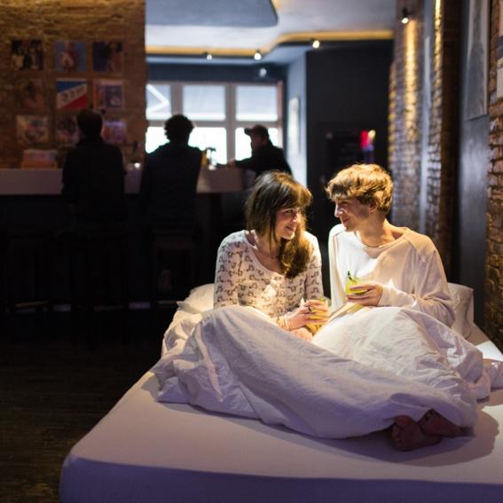 Sei dabei, wenn dein Bett gefertigt und bedruckt wird. Lass dich von uns bekochen und bekomme als Erster dein Bett