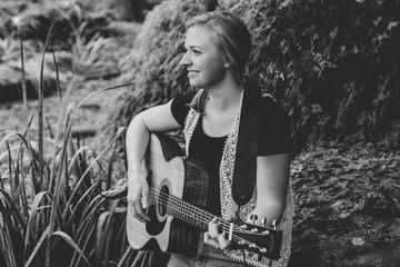 Julia Vej: EP-Fertigstellung und Release-Konzert