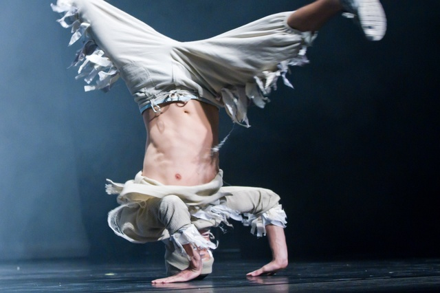 Breakdance im Theater - 70 Minuten Tanz-Theater - by DDC Company