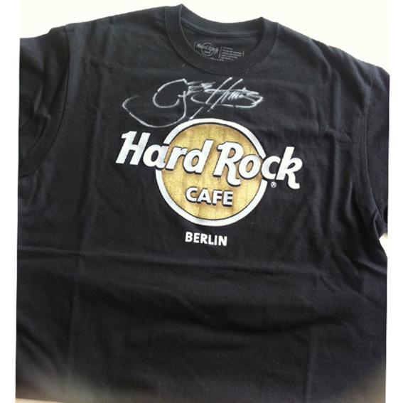 Signiertes HARD ROCK CAFE shirt von GENE SIMMONS (KISS)