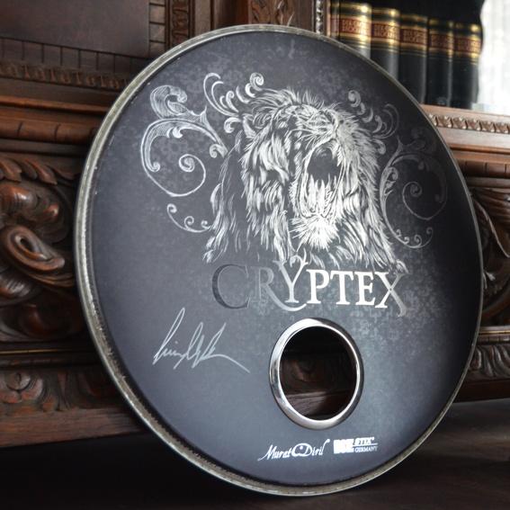 Original Bassdrumfell, bedruckt und signiert + das Album 'Madeleine Effect' mit Widmung