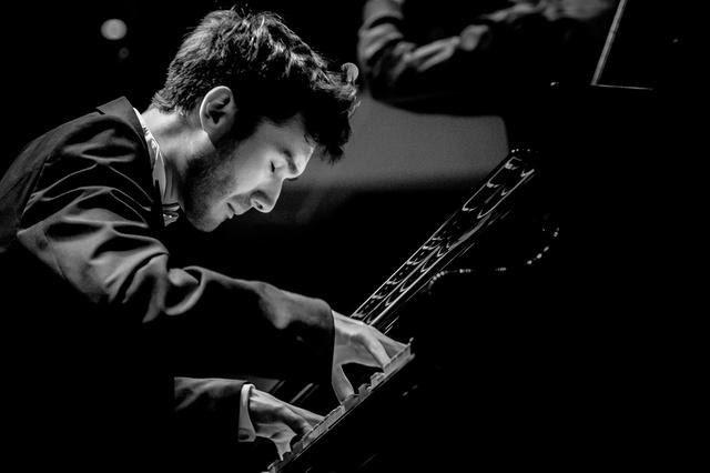 Debussy...   Mario Häring, Klavier