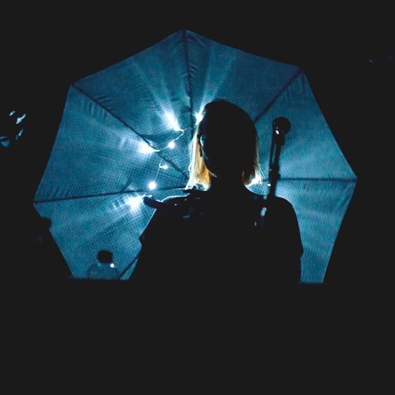 Leuchtregenschirme der Tour