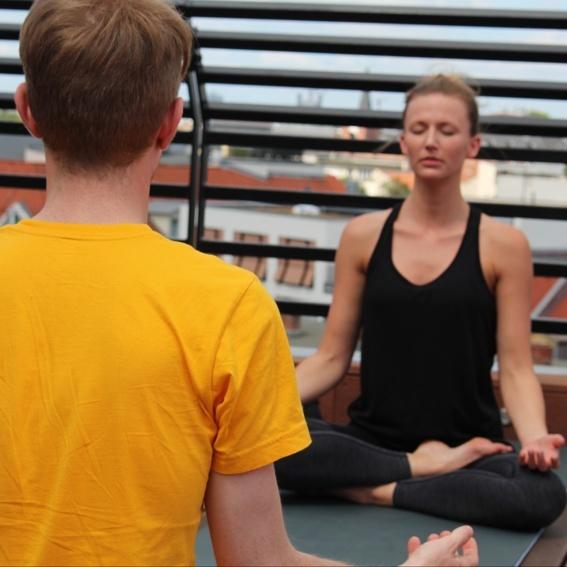 """""""Zw-ersonal"""" Yoga (1 x 60 Min. Yoga für 2 Personen, im Tanzsportstudio Steglitz)"""