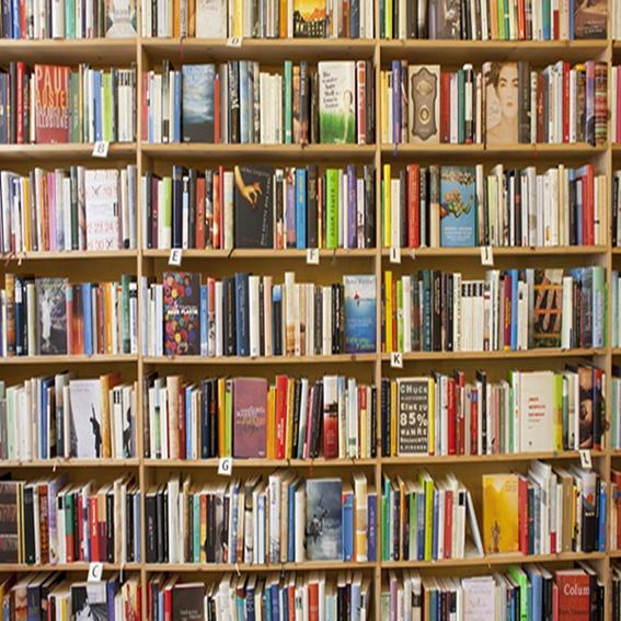 "1 Jahr Lesen nonstop + Büchertischbuch ""Kreuzberg kocht"""