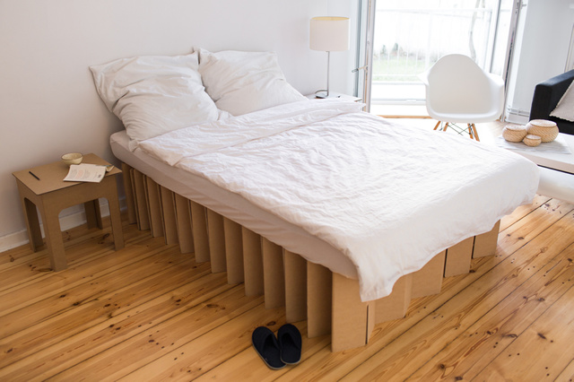 ROOM IN A BOX   Das Bett