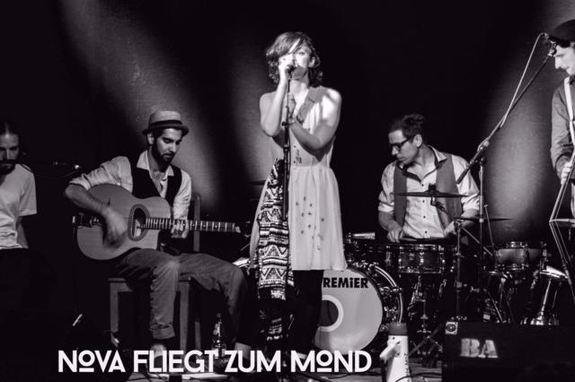Nova fliegt zum Mond - Album