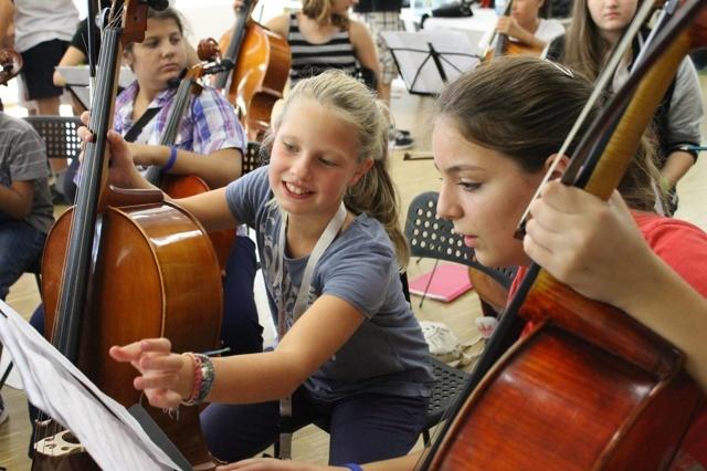 Neue Instrumente für das Superar-Orchester